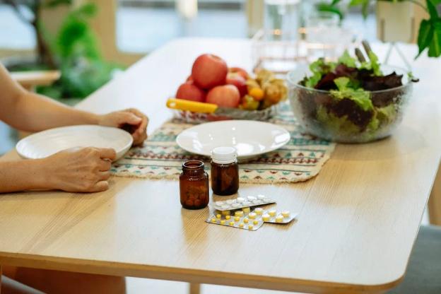 meja makan dan obat